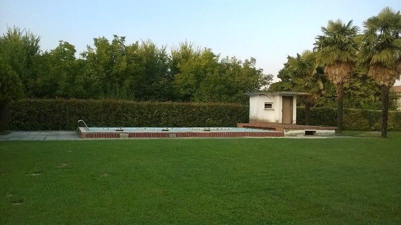 Ristrutturazione vecchia piscina forum piscine - Rasare su piastrelle ...